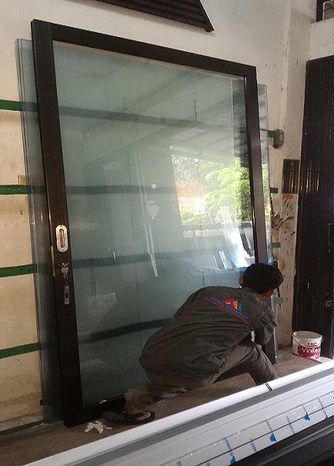 Pintu Kaca + Frame Aluminium Depok